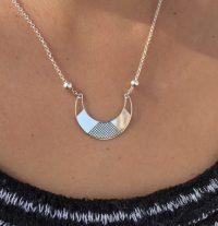collar luna invertida