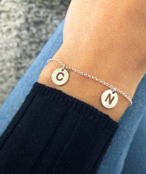 pulsera iniciales plata