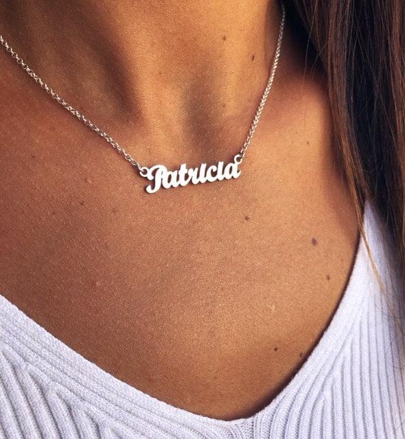 collar con nombre plata