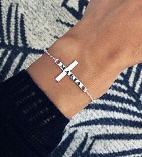 pulsera cruz nombre