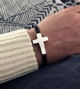 pulsera cuero cruz hombre